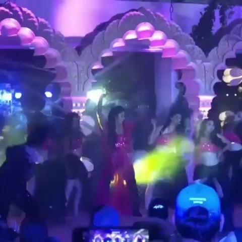 KATRINA KAIF FIRES ON 'SHEILA KI JAWANI' SONG AT WEDDING